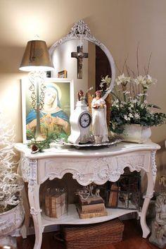 As fotos abaixo são para os que querem arrumar um altar em casa e não sabem como fazê-lo. A primeira coisa é que não há regras. Cada fiel ...