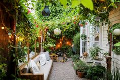backyard design ideas Tiny Canal Cottage's Whitney Leigh Morris shares her small patio ideas. Small Courtyard Gardens, Small Courtyards, Back Gardens, Small Gardens, Small Backyard Patio, Backyard Patio Designs, Backyard Landscaping, Backyard Ideas, Patio Oasis Ideas