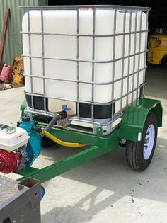 1000 Litre water tank mounted on a single axle road trailer. loading for on-road application full painted steel trailer with 4 step platforms 15 inch steel wheels and 5 stud hub. Work Trailer, Trailer Plans, Trailer Build, Utility Trailer, Train Routier, Tractor Accessories, Atv Trailers, Tractor Implements, Tractor Attachments