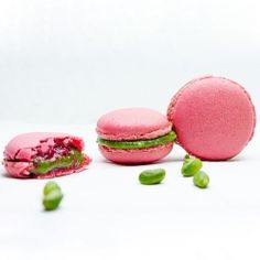 Pistachio-raspberry macarons (in french)