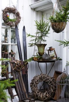 Shabby Chic Outdoor Decor Ideas For An Incredible Home Improvement Project Improving your home can be done for a number of reasons. Christmas Pine Cones, Christmas Porch, Magical Christmas, Outdoor Christmas, Rustic Christmas, White Christmas, Christmas Time, Christmas Wreaths, Christmas Decorations