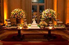 Mesa do bolo e doces casamento