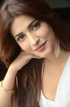 Cute Shruti Hassan
