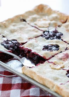 Mixed Berry Slab Pie | BHG Delish DishIngredients: 7 cups fresh berries 1 1/4 cup granulated sugar 1/4 cup cornstarch 1 tablespoon lemon juice