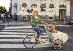 I NEED this bike!!!  Why aren't these a thing in the US?  Copenhagen.  Cute mom biking her kids around.  Genius.