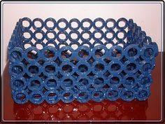 Veja mais essa dica de reciclagem,uma linda cesta feita com jornal.ADOREI!!!!!!!!! Veja no passo a passo Material : Revistas ou jorn...