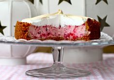 Lingonberry-meringue cake in the oven. Meringue Cake, Vanilla Cake, Oven, Food And Drink, Pudding, Cooking, Desserts, Frostings, Search