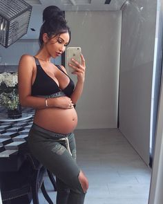 Pregnancy Pictures First Trimester - Pregnancy Food For Picky Eater - Pregnancy Goals Winter - Pregnancy Shirts Thanksgiving Cute Maternity Outfits, Stylish Maternity, Maternity Pictures, Maternity Fashion, Maternity Styles, Pregnancy Goals, Pregnancy Outfits, Pregnancy Photos, Winter Pregnancy