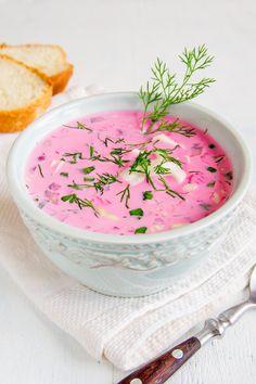 Maj – czas botwiny, ogórków małosolnych, rzodkiewek. Z tych składników warto zrobić chłodnik! Zobacz chłodnik z botwiny Magdy Gessler pełen smaku i aromatu.