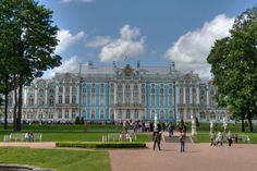 Catherine's Palace (1752) - Immediately after completion of the Grand Palace commissioned the Empress Elizabeth I, the architect Rastrelli with a new transformation. The Catherine's Palace is located in Pushkin (formerly Tsarskoye Selo), about 25 kilometers south of St. Petersburg.