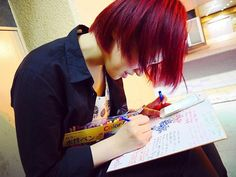 WEBSTA @ yagi.mao - 髪染めたい欲発動中🚓これはMax赤かった4ヶ月前。ここまで明るいのはクレイジーだけど、また赤にしたいかも。もしくはミルクティーベージュ🐈#セルフカラー #マニパニ