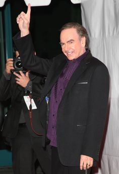 Neil Diamond Photos Photos: 2009 MusiCares Person Of The Year Honoring Neil Diamond – Show Neil Diamond Fotos Fotos – 2009 MusiCares Person des Jahres zu Ehren von Neil Diamond – Show – Zimbio Neil Diamond, Diamond Life, Los Angeles Convention Center, Silicone Reborn Babies, New Tricks, Music Artists, Thats Not My, My Love, Famous People