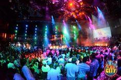 Las mejores fiestas de Cancún están en: Coco Bongo, The City, Mandala, Sr. Frogs, entre otros más…