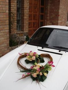 Deco car of the newlyweds (in larger and with other flowers): accessories for . - Deco car of the newlyweds (in larger and with other flowers): accessories for … Best Picture For - Wedding Car Decorations, Flower Decorations, Wedding Cars, Beautiful Flower Tattoos, Ikebana, Newlyweds, Floral Arrangements, Wedding Flowers, Bride