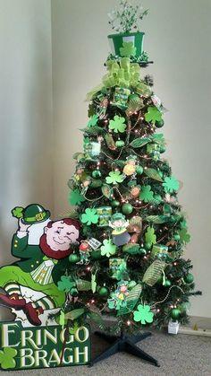 Pencil Christmas Tree, Christmas Tree Themes, Holiday Tree, Xmas Tree, Irish Christmas, Christmas Holidays, Sant Patrick, Saint Patrick's Day, St Patrick's Day Decorations