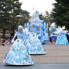 Flower Festival, Walt Disney Animation Studios, Famous Singers, Disney Costumes, Frozen Party, Resin Crafts, Magical Girl, Disney Parks, Costume Design