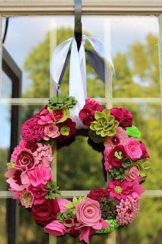 This felt flower wreath is so pretty, worth the effort! simple flowers too. Felt Flower Wreaths, Felt Wreath, Wreath Crafts, Diy Wreath, Felt Flowers, Flower Crafts, Diy Flowers, Fabric Flowers, Paper Flowers