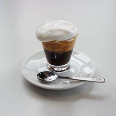 "783 Likes, 18 Comments - 삶의 순간을 음미하다 (@likeamint_s) on Instagram: ""감정이 상하는 일을 피할 수는 없어요. 다만 덜 상처받는 쪽으로 받아들이는 안정된 자존감을 가질 수는 있지요. #cafe #coffee #커피 #에스프레소콘파냐"""