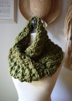 Cowl Pattern / Knitting Pattern / Chunky by phydeauxdesigns