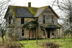 Here's a front view of an old house i did awhile back. Near Deer Island in NW Oregon. Abandoned Farm Houses, Old Abandoned Buildings, Old Farm Houses, Abandoned Mansions, Old Buildings, Abandoned Places, Fixer Upper House, Creepy Houses, Old School House