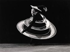 The Triadic Ballet is based on a video recording originally by Oskar Schlemmer (Bauhaus). In this performance ballet dansers transform from ordinary to geometric shapes. The dance film is accompagnied by newly composed live music of Tip Toe Topic and Joris Caluwaerts.