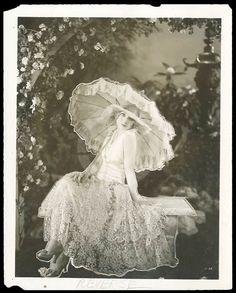 Alice White 1920s fashion, parasol, lace