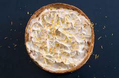Uma maravilhosa torta de limão, super fácil de fazer e prática! Ótima sobremesa para fazer de um dia para o outro para a família e amigos!