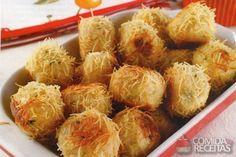 Receita de Bolinha crocante de frango. http://www.comidaereceitas.com.br/salgados/bolinha-crocante-de-frango.html