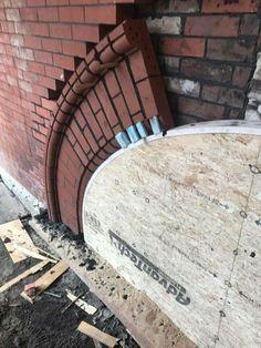 Brick arch install Brick Cladding, Brick Facade, Building Exterior, Brick Building, Brick Architecture, Architecture Details, Brick Archway, Brick Works, Brick Masonry