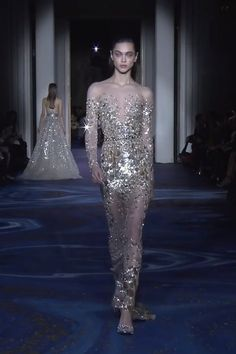 Gorgeous Embellished Sheath Evening Maxi Dress / Evening Gown with Off Shoulder Illusion, Long Sleeves and small Train. Couture Spring Summer 2019 by Zuhair Murad Style Couture, Haute Couture Fashion, Evening Dresses, Prom Dresses, Wedding Dresses, Couture Dresses, Fashion Dresses, Belle Silhouette, Ribbed Knit Dress