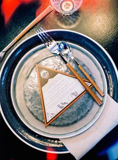 Mountaineering themed place setting | l'Artisan Photographe | see more on: http://burnettsboards.com/2015/09/urban-alpine-wedding-inspiration-shoot/
