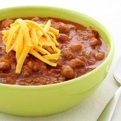 Beef and Beer Chili Served with cornbread, this mild chili really hits the spot. Add extra chili powder, cayenne pepper, or jalapeno if you want a hotter chili. #FallFood