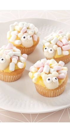Lekkere schaapjes! Lamb Cupcakes, Sheep Cupcakes, Tea Cakes, Cupcake Cakes, Kids Party Treats, Bunny Bread, Easter Appetizers, Easter Brunch, Creative Food