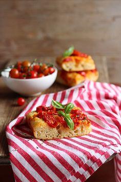 MIEL & RICOTTA: Focaccia di patate con pomodorini ciliegia