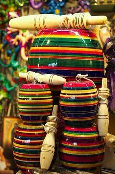 """Juguete popular mexicano: El balero, boliche, emboque, capirucho, choca, """"coca"""" o perinola es un juguete de malabares compuesto de un tallo, generalmente de madera, unido por una cuerda a una bola horadada por uno o varios agujeros de un diámetro ajustado al tallo. El objetivo del juego es hacer incrustar un eje delgado del tallo al hueco del mazo. ✿⊱╮"""