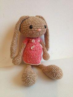 Troetels en zo: GRATIS HAAKPATROON LANGOOR KONIJN Love Crochet, Crochet For Kids, Diy Crochet, Crochet Baby, Knitted Dolls, Crochet Dolls, Easy Crochet Patterns, Amigurumi Patterns, Handmade Headbands