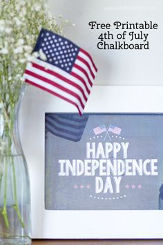 Use this Happy Independence Day Free Chalkboard Printable to decorate for the 4th of July! Kritsin from Yellow Bliss Road shows us how! Patriotic Crafts, Patriotic Party, July Crafts, 4th Of July Party, Fourth Of July, Chalkboard Art, Chalkboard Printable, Chalkboard Designs, Independance Day