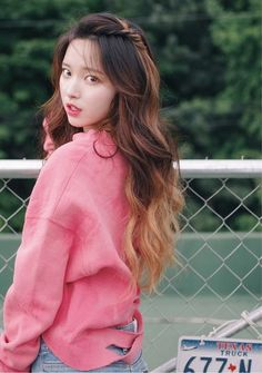 Korean hairstyles girl Love the sleek hairstyles and therefore the most beautiful hairstyles of Korean women's hair? Sleek Hairstyles, Summer Hairstyles, Korean Hairstyles, Korean Hairstyle Long, Ulzzang Fashion, Korean Fashion, Korean Curls, Korean Hair Dye, Korean Beauty