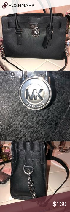 🎉MICHAEL KORS HANDBAG In excellent condition as all my products are 😊 has been gently used Michael Kors Bags Totes