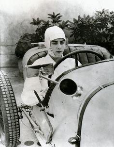 Colette Salomon, as The modern woman - 1927 - Vogue - Photo by George Hoyningen-Huene