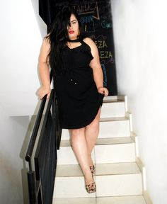 Plus size Model, vestido preto plus size, Nanda Assis,