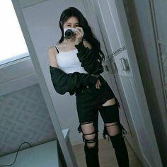 Afbeeldingsresultaat voor ulzzang girl black and crop top outfits Korean Girl Fashion, Korean Fashion Trends, Fashion Mode, Ulzzang Fashion, Korean Street Fashion, Kpop Fashion, Grunge Fashion, Ulzzang Girl, Classy Fashion
