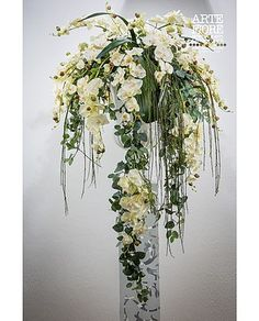 Floral arrangement with artificial flowers in fabric: Compo .- Composizione floreale con fiori artificiali in tessuto:Composizione decorativa C… Floral arrangement with artificial flowers in fabric: Colonial decorative composition -