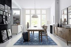 Sinisävyinen matto ja vaalea lattia