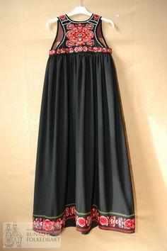 DigitaltMuseum - Livstakk Folk Costume, Costumes, Boho Chic, Gypsy, Summer Dresses, Formal Dresses, Hair Beauty, Norway, Scandinavian