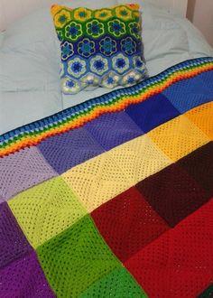 Cojín y manta multicolor