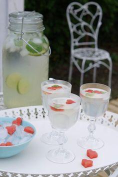 Kesällä tulee tehtyä herkullista limonadia itse ja tämä on juoma, josta meillä lapsetkin tykkää. Sitruuna, inkivääri ja mintunlehdet tekevät...
