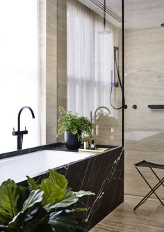 Industriell modern stil i badrummet