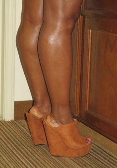 Tan Lordes Wedge Heels Sexy Legs And Heels, Hot High Heels, Beautiful High Heels, Beautiful Legs, Ebony Legs, Big Legs, Sexy Toes, Women Legs, Women's Feet