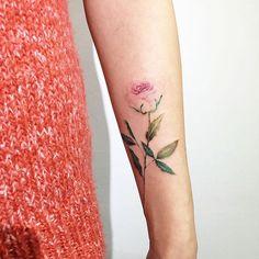 15 Delicately Beautiful Tattoos By South Korean Artist Hongdam Mini Tattoos, Love Tattoos, Beautiful Tattoos, Black Tattoos, Body Art Tattoos, Floral Tattoos, Pink Rose Tattoos, Cross Tattoos, Dragon Tattoos